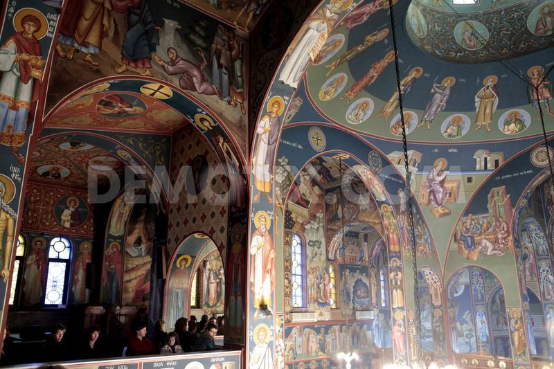 1356435928-christmas-eve-service-at-greek-orthodox-church-in
